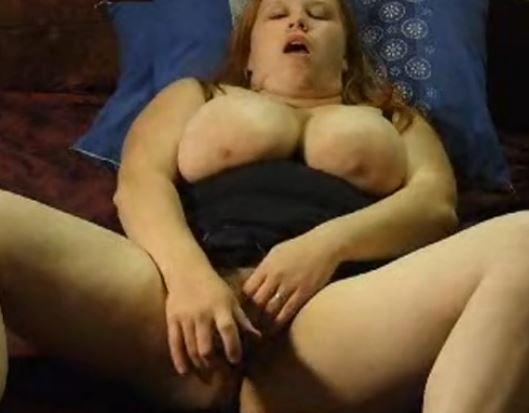 Punapää tyttö nukkuu alaston-7206